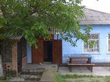 Se vinde urgent magazin alimentar situat in centrul satului Lopatnic