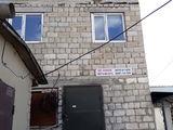 Urgent, se vinde spatiu comercial. casa cu 3 etaje,  pe teritoriul pietei. pret negociabil.
