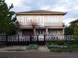 Casa cu 2 nivele in Drochia, garaj, beci, 6 ari.