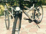 Vind doua biciclete in stare aproape noi !!!!sunt intr-o stare ideală !!!