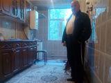 Продам 2-х комнатную квартиру в центре города Дрокия, есть большой подвал.