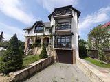 Spre vânzare - casă spațioasă în Dumbrava, 451 mp + teren adiacent de 12 ari