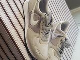 vind adidasi Nike
