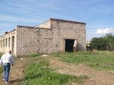 Здание с земельным участком
