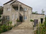 Se vinde casă în Centrul Grătiești în 3 nivele la prețul unui apartament cu 3-4 camere în Chișinău