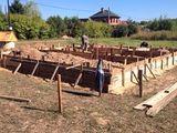 Профессиональная строительная бригада предоставляет услуги.