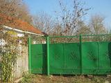 Casa in centrul satului -35km Chisinau,11 ari,5350 euro.negociabil.