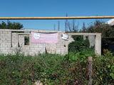 1-этажный недостроеный дом 80кв.м. на 7 соток земли по в г. Бельцы