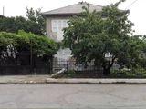 se vinde casa pe strada Alecu Russo cu sarai,garaj si 6 ari...