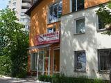 Отдельностоящее здание с офисами и торгрвым помещением 30000 лей м2. Имеет все комуникации.