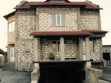 Vind urgent casa cu destinatie complexa, la Balti