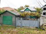 Casa in Straseni + 12 ari + garaj 34500 Euro
