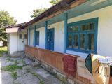 Casa de locuit de tip vechi pe 11 ari de pamint in s. Sociteni r. Ialoveni. Pret: 16 500 euro .