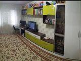 Se vinde apartament cu 2 camere separate, dotat cu mobilier și tehnică de uz casnic, Botanica!!!