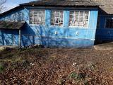 se vinde urgent casa in satul Cojusna rn Straseni cedez bine cu 15 ari de pamint l