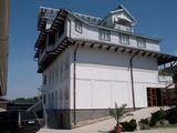 Vilă cu trei etaje,8 odăi, saună, terasă cu grill, sală de biliard și masaj cu doar 150 euro pe zi!