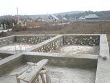 Lot de teren cu temelie si beci