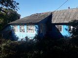 (se vinde urgent casa in satul Cojusna raionul Straseni cu 13 ari de pamint la p