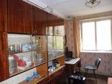 Продаётся 3-х комн. кв-ра 102-й серии в г. Яловень по ул. Александру чел Бун 2. Цена: 30 000 евро.