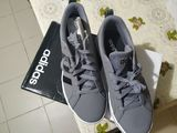Продам оригинальные новые ! Кроссовки Adidas !!
