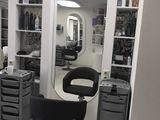 салон на рышкановке . Сдаются рабочие места парикмахер; стилист ;в аренду 100 е !!!