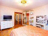 Centru, 2 camere, seria 143 cu reparație, str. Albișoara 41900 €