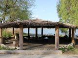 Срочно!Берег озеро,домики для отдыха,земля частная собственность