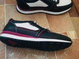 Vînd încălțăminte sportivă. продаю спортивную обувь 200 лей