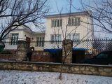 Продам дом 2-х этажный в центре города Рышкань,по у.Плэмэдиалэ 11