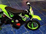 Motocicleta electrica pentru copii.