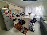 Bloc nou, 2 dormitoare+salon+3 balcoane. Casa de Club, linga Padure
