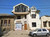Продам 3х этажный дом 125м2 в Центре мун.Бельцы, гараж, терраса, уютный задний двор.