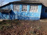 Vind urgent casa in satul Cojusna raionul Straseni cu 13 ari de pamint