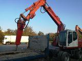 Excavator cu ciocan pentru demolare