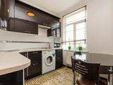 Se dă în chirie apartament cu o odaie, sect.Centru, 400 €, posibil pe termen scurt.