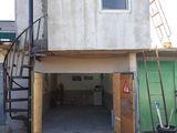 Vind garaj cu 3 nivele si mansarda