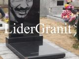 Monument din granit negru doar 4500 lei.