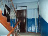 Se vinde apartament in stare buna, necesita reparatie baia si viceul, este gazificat.