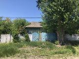 Casa cu 30 ari in s.Sofia r.Hincesti in centrul satului linga Primarie pe strada centrala