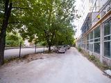 Продаем офисно-торговое помещения в 180 м2 по бул.Мирча чел бэтрын! Вторая линия! Дом сдан в экспл.!