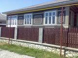 Casa in Glodeni (  5 odai ) + garaj cu 2 odai , foarte calitativa  .