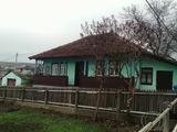 1-этажный дом старой постройки на 10,5 сотках в г. Яловень по ул.Латинией. Цена: 35 000 евро.
