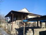 se vinde casa cu un etaj jumate in orasu Nisporeni