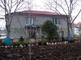 Ghidighici12 ari sosea pina la poarta , garaj, gradina mare,reparatie facuta canalizare ,acoperisul