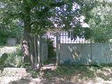 Casuta,20Km.pina la Chisinau,centru satului,Asfalt loc- ideal! 17 sote! Gaz,Telefon,beci, vie,copaci