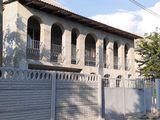 2-х этажный дом на 6-ти сотках по ул. Энтузиастов в г. Яловень. Цена: 67 500 евро.