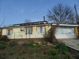 1-эт дом с мансардой и автоном.отоплением на 27 сот. в с.Суручень Яловенского р-на. Цена: 38500 евро