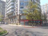 157 м2 Торгово-офисное в аренду. 90 м2 Showroom, 67 м2 офисы. 1 этаж, Центр, 10 €/м2