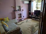 Urgent se vinde apartament cu 2 odai total mobilat.