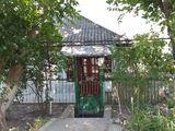 Vind urgent casa in orasul floresti in centrul orasului pe strada s.lazo 71